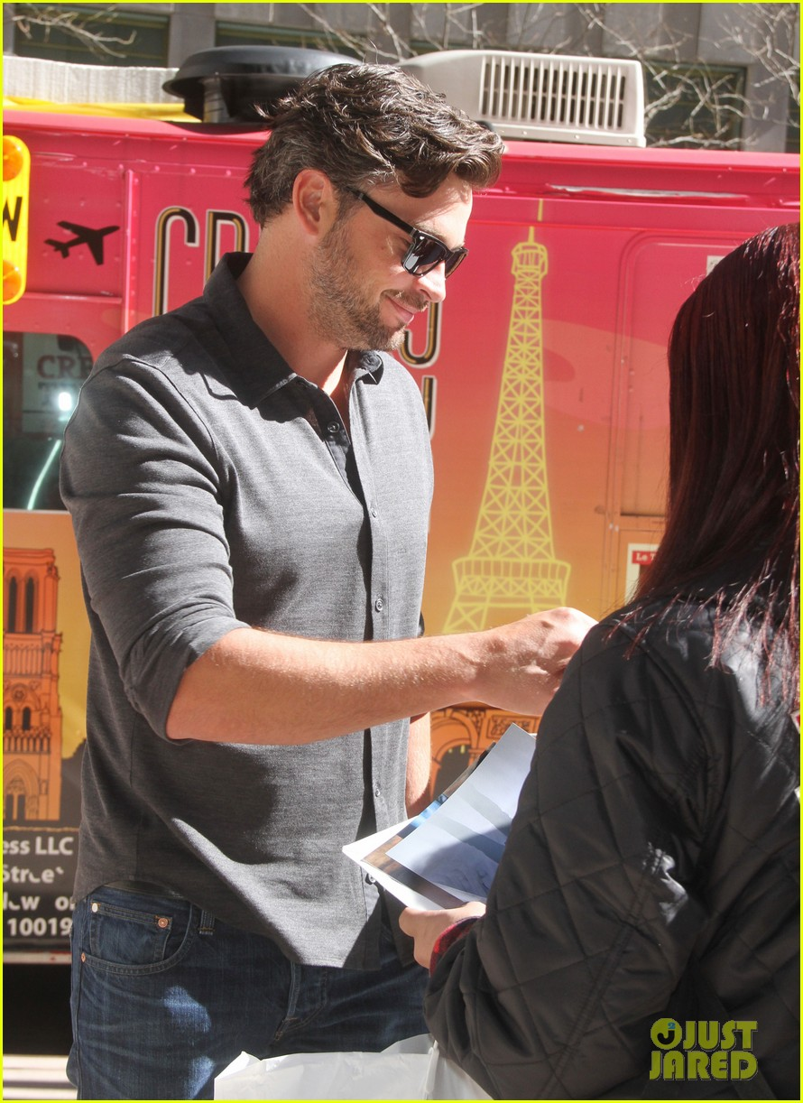 tom welling focusing on movies is very proud of smallville 023088498