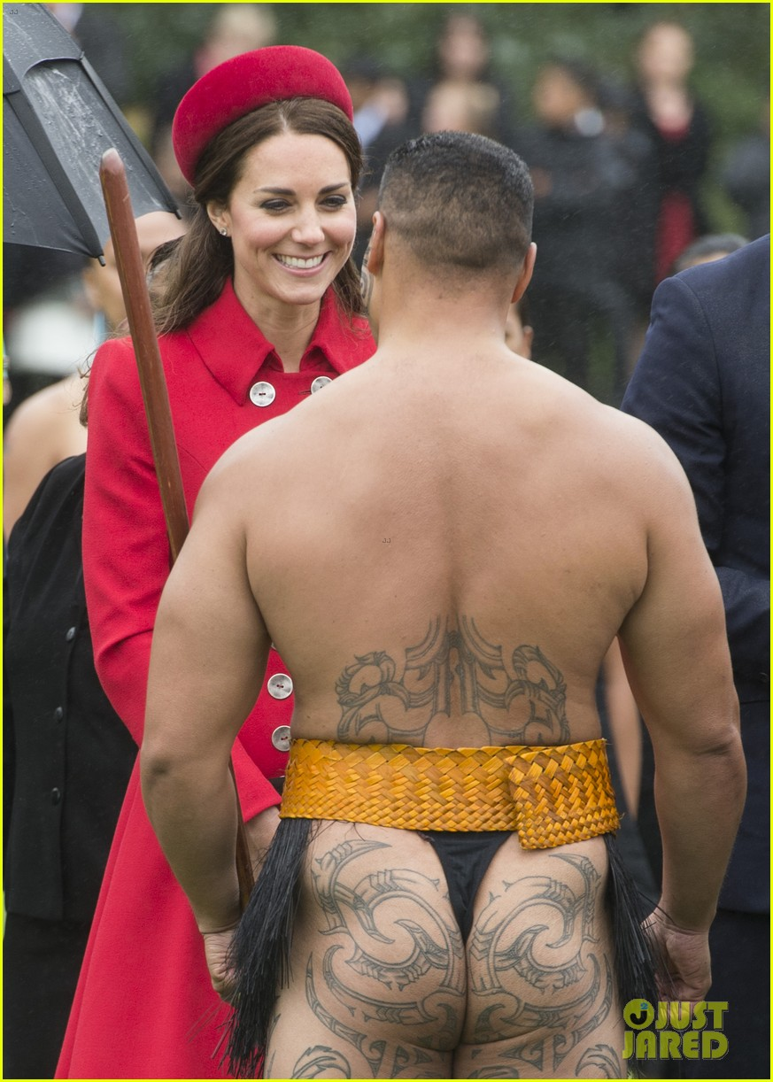 prince william kate middleton new zealand half naked man nose kisses 053086244