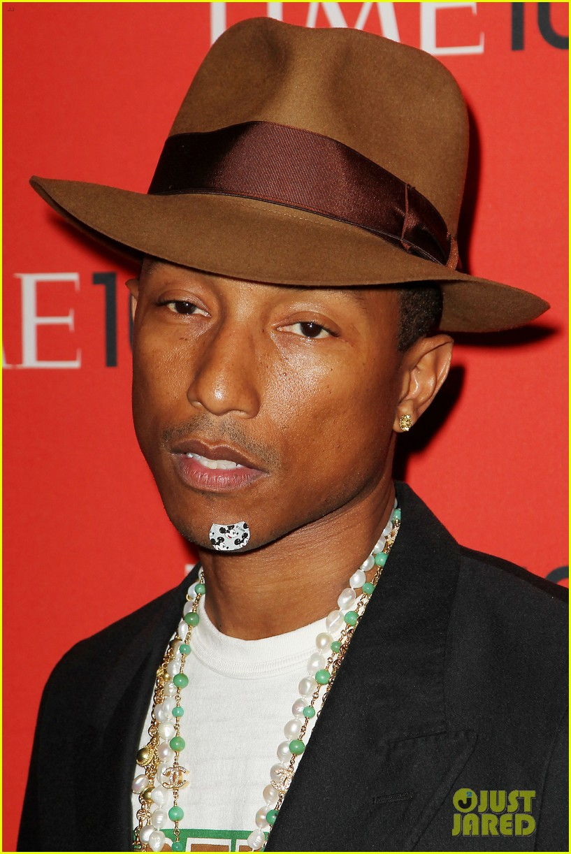 pharrell williams wears mickey mouse band aid on his chin 02