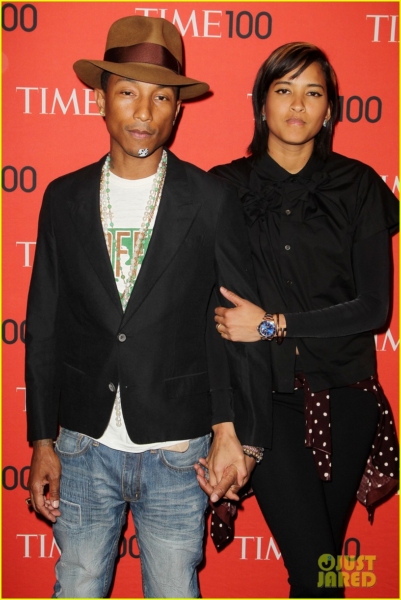 pharrell williams wears mickey mouse band aid on his chin 08