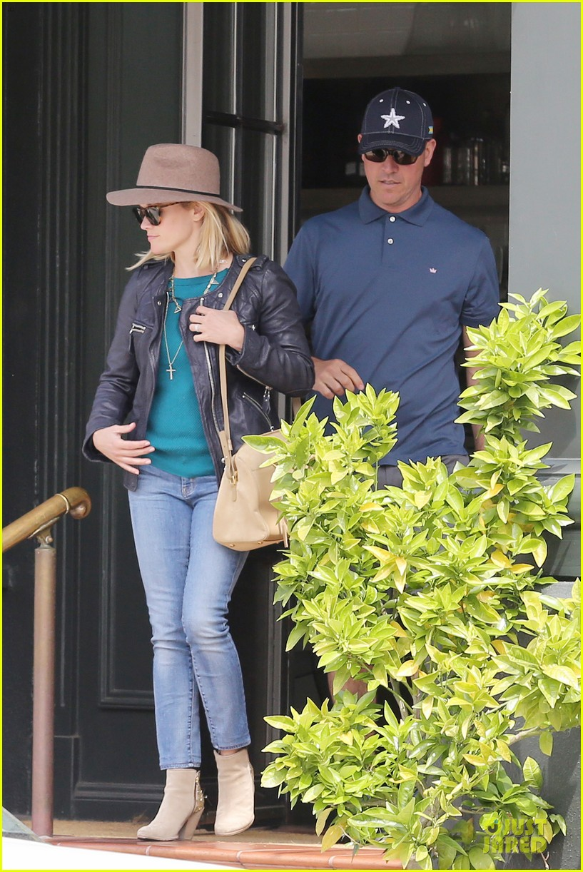 reese witherspoon good friday with jim toth 16
