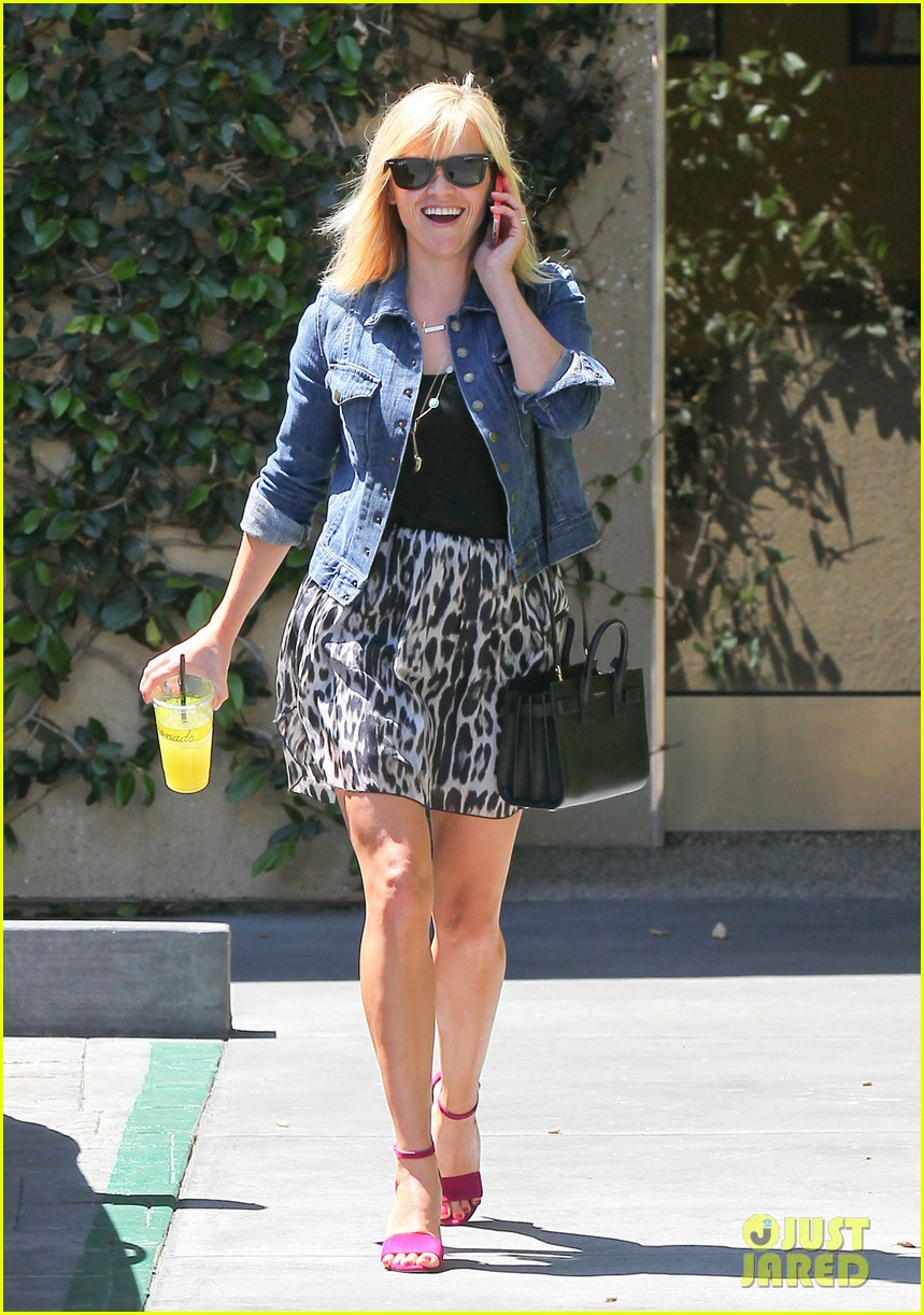 reese witherspoon cant stop smiling 02