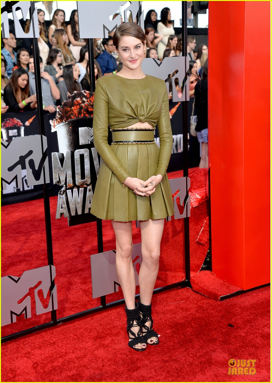 shailene woodley bares midriff at mtv movie awards 013091098