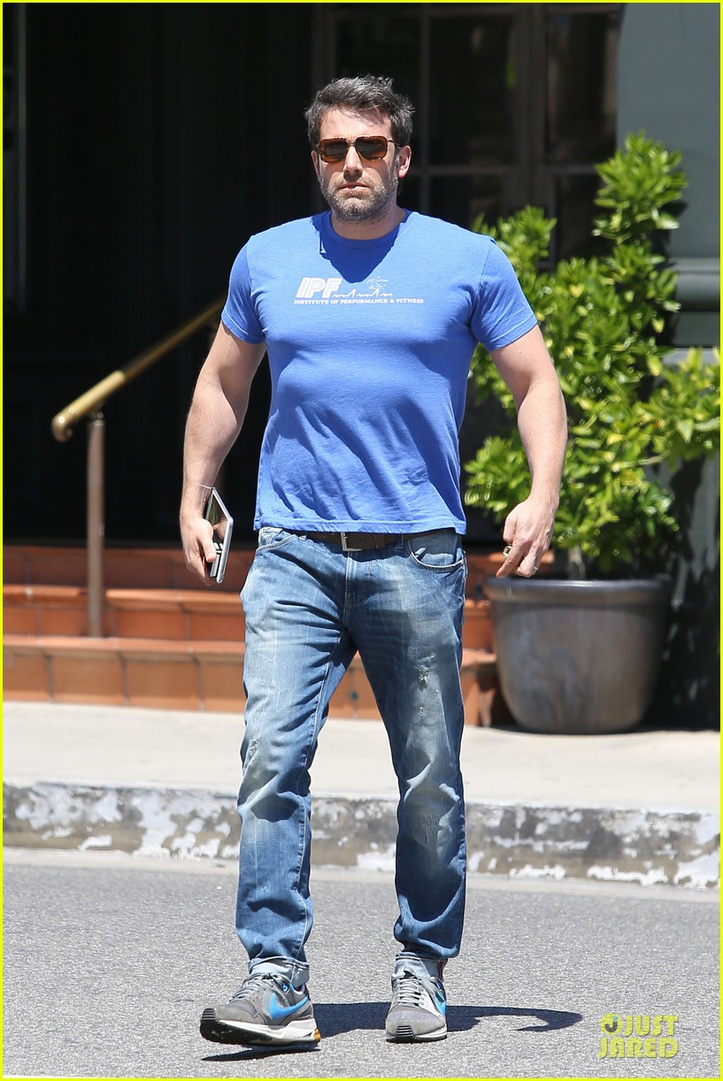 ben affleck buff body in tight tee 13