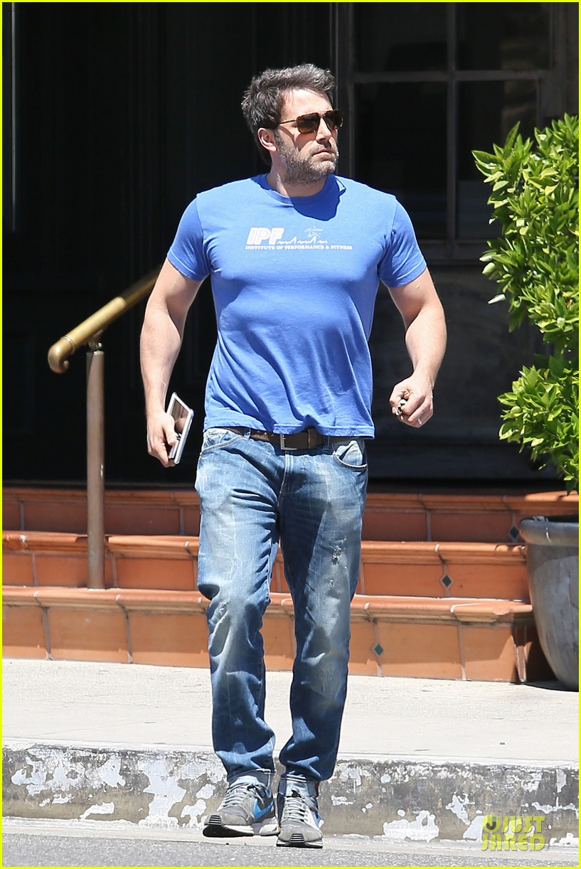 ben affleck buff body in tight tee 153112859