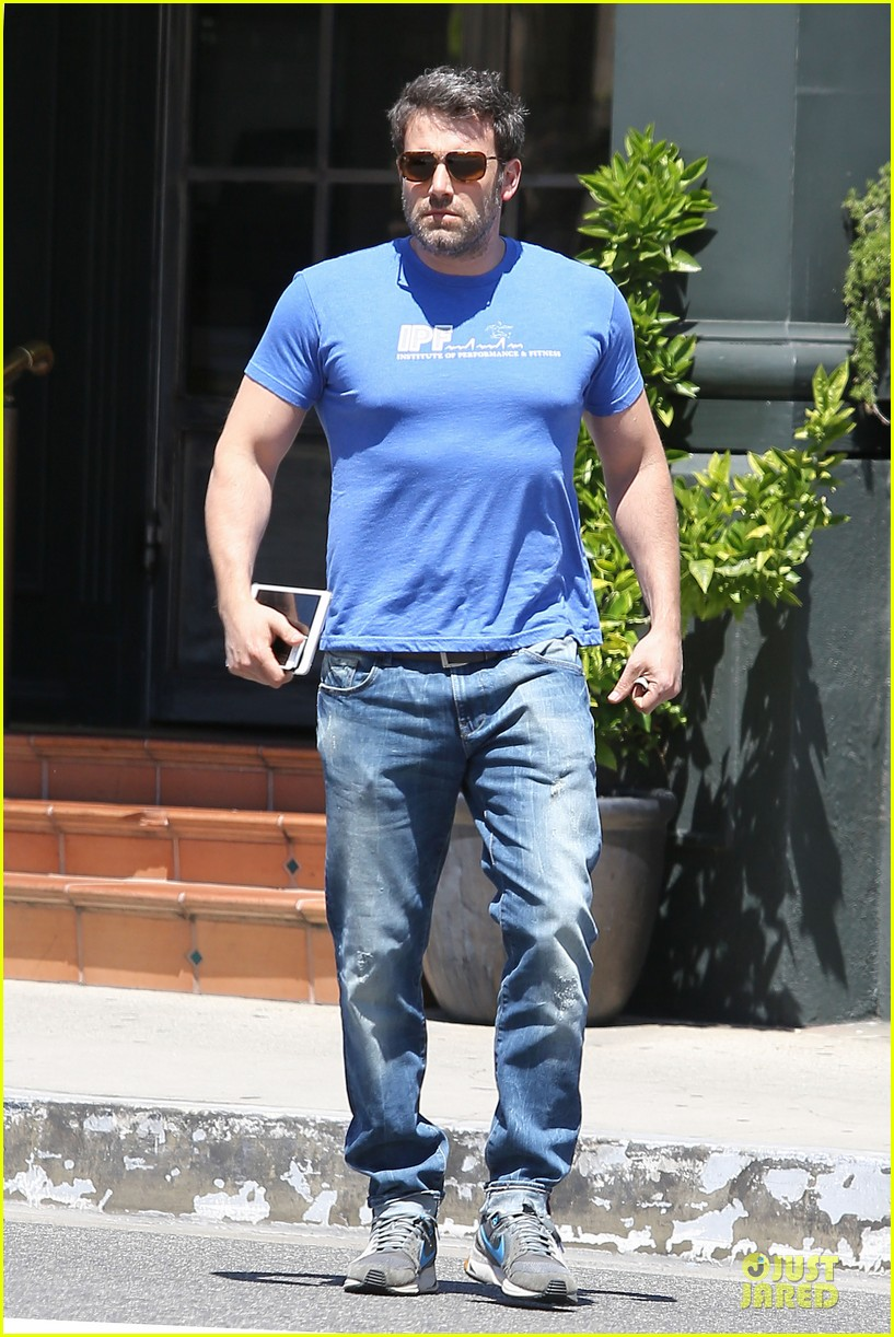 ben affleck buff body in tight tee 20