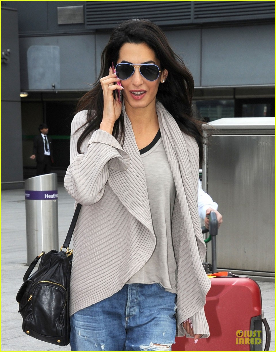 amal alamuddin flashing engagement ring 093112700