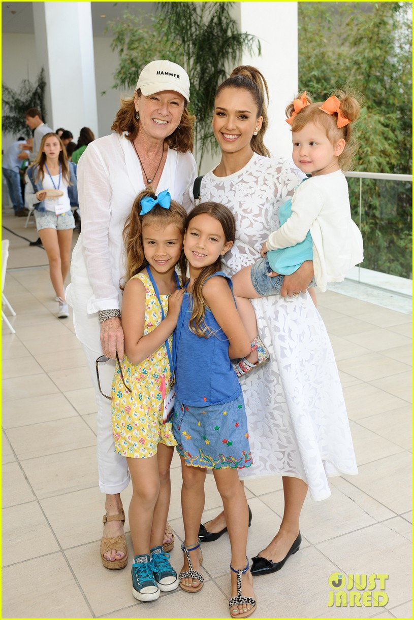 jessica alba makes it a family affair hammer museum 07