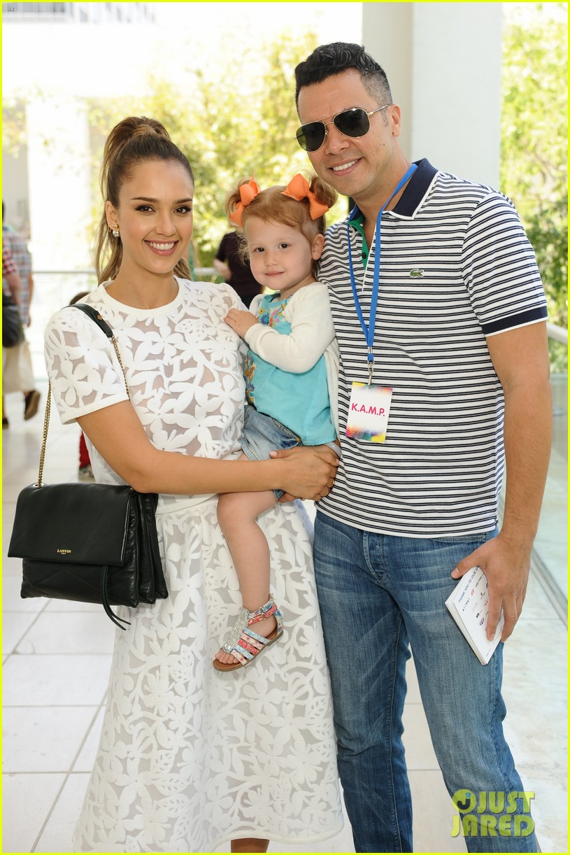 jessica alba makes it a family affair hammer museum 17