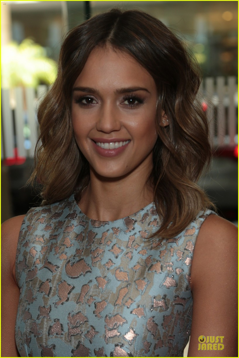jessica alba mother of the year at luncheon 06