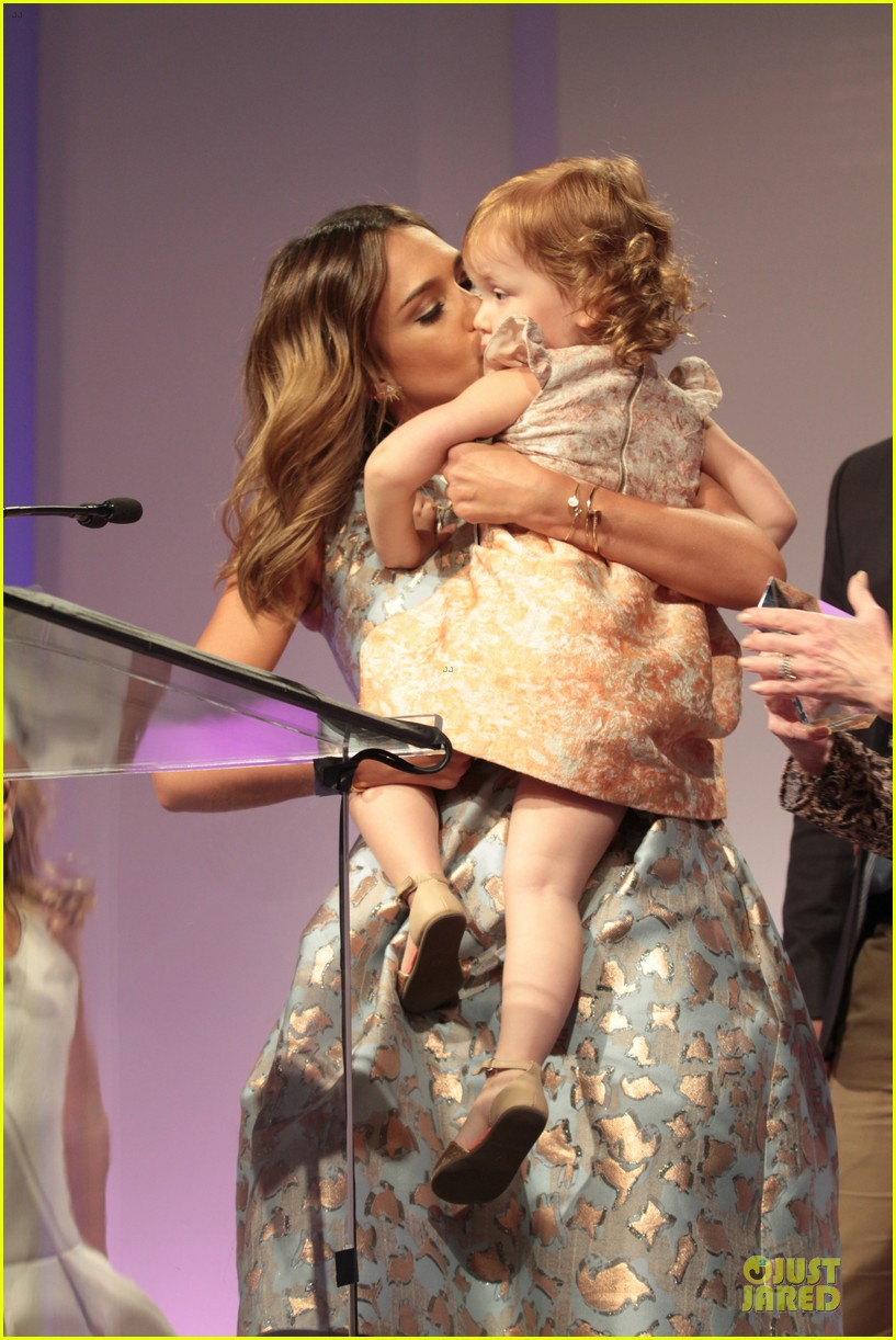 jessica alba mother of the year at luncheon 12