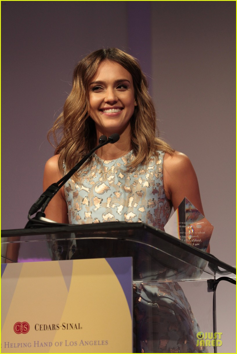 jessica alba mother of the year at luncheon 13