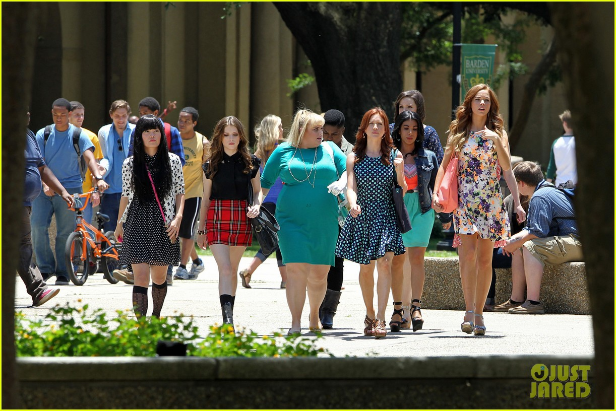 anna kendrick rebel wilson pitch perfect 2 filming baton rouge 04