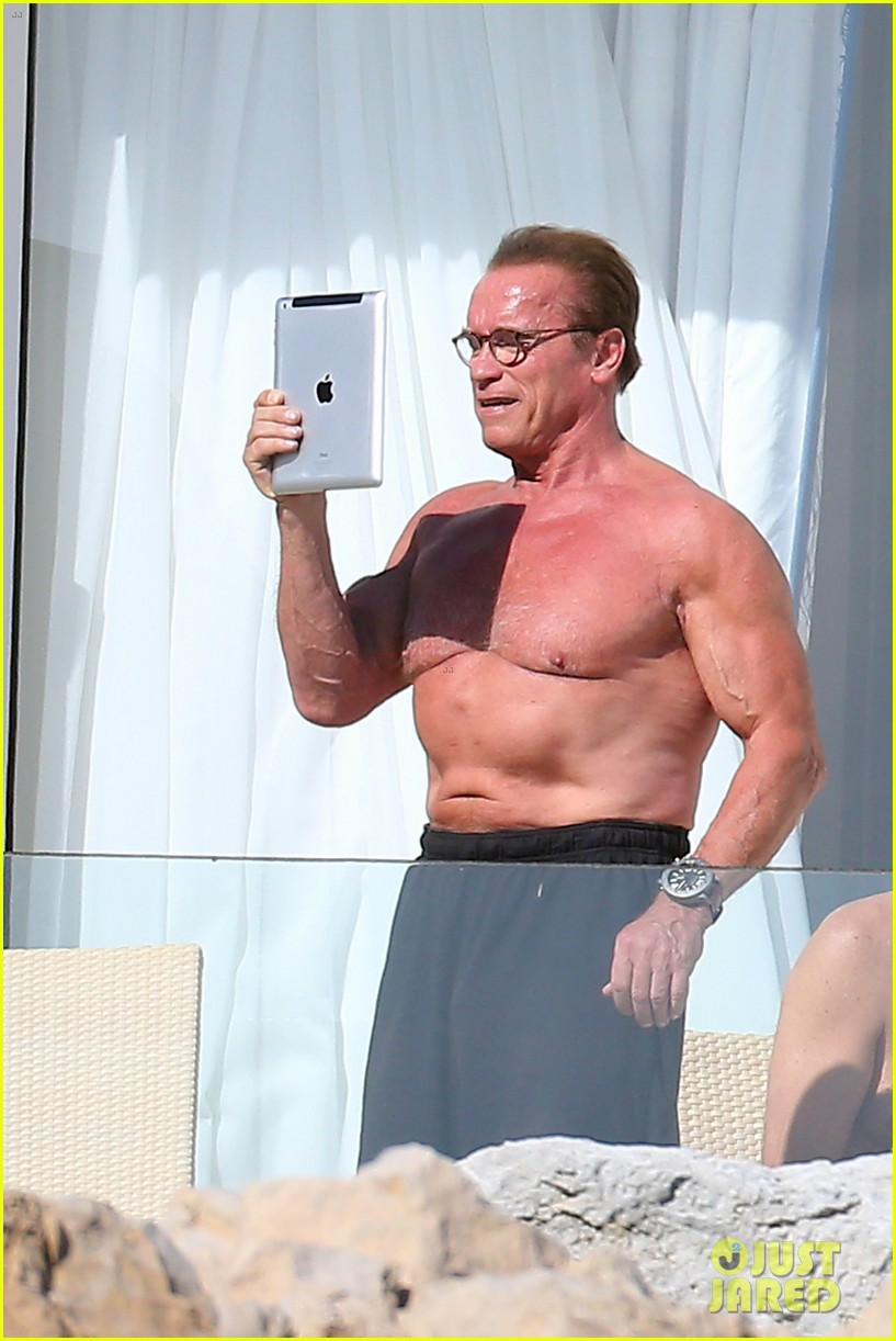 arnold schwarzenegger shirtless buff cannes 013117245