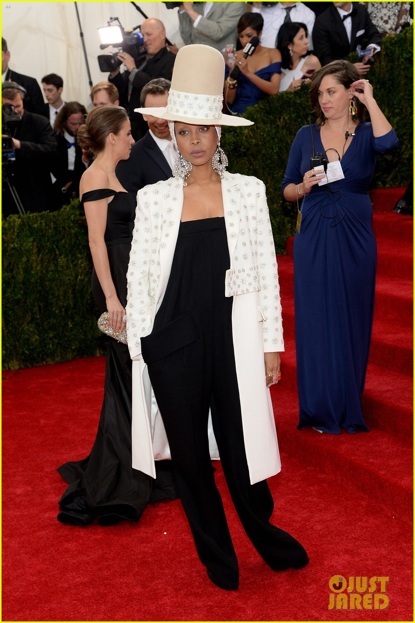 erykah badu hat met ball 2014 red carpet 033106403