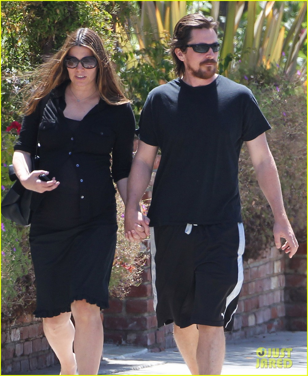 christian bale pregnant wife sibi hold hands 08