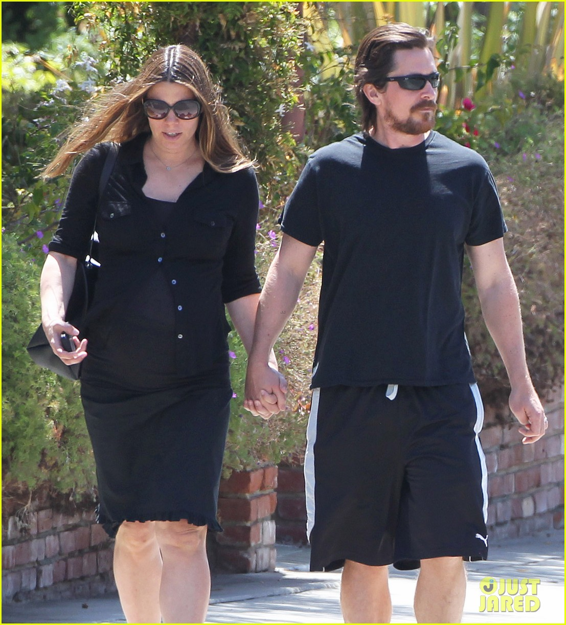 christian bale pregnant wife sibi hold hands 10