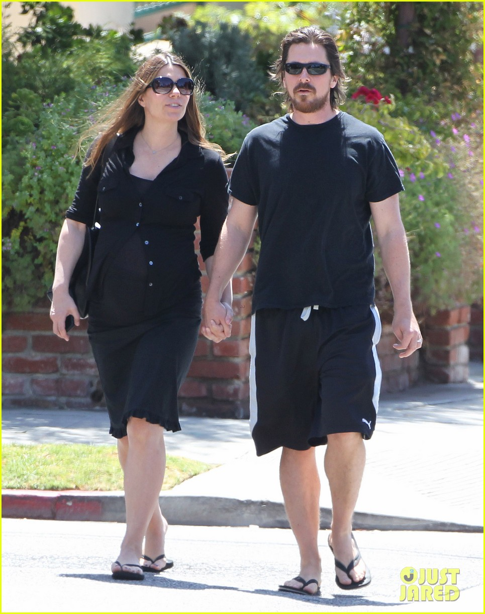 christian bale pregnant wife sibi hold hands 193119699