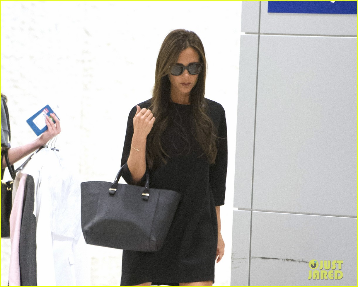 victoria david beckham arrive in nyc ahead of met ball 2014 023105463