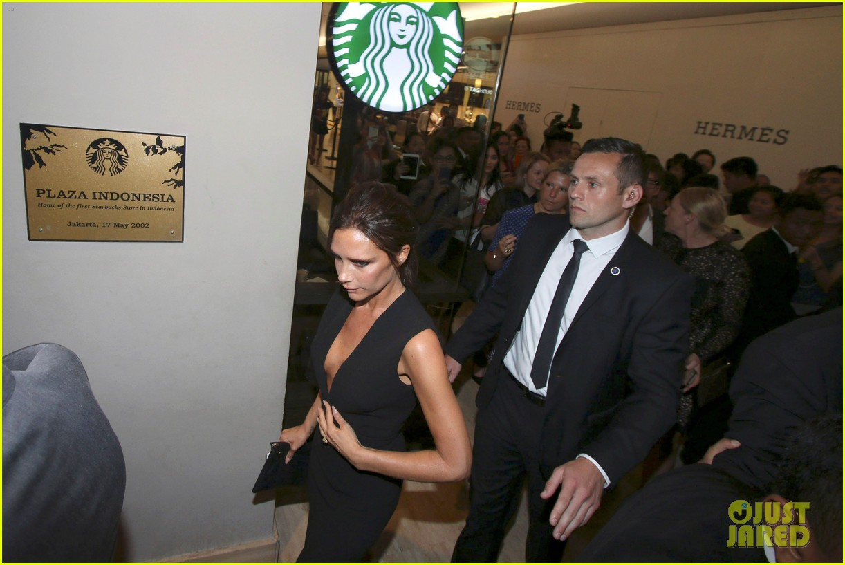 victoria david beckham spend time on separate continents 01