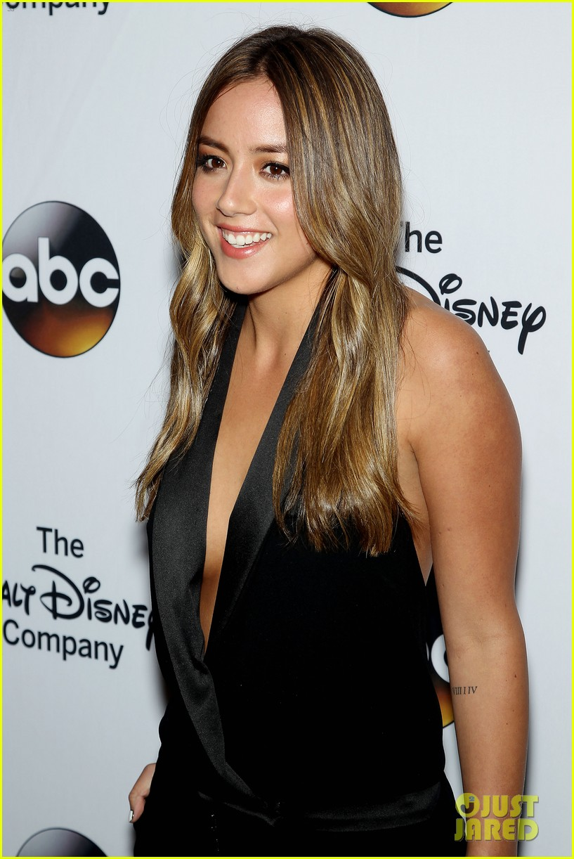 chloe bennet austin nichols make first red carpet appearance 193113824