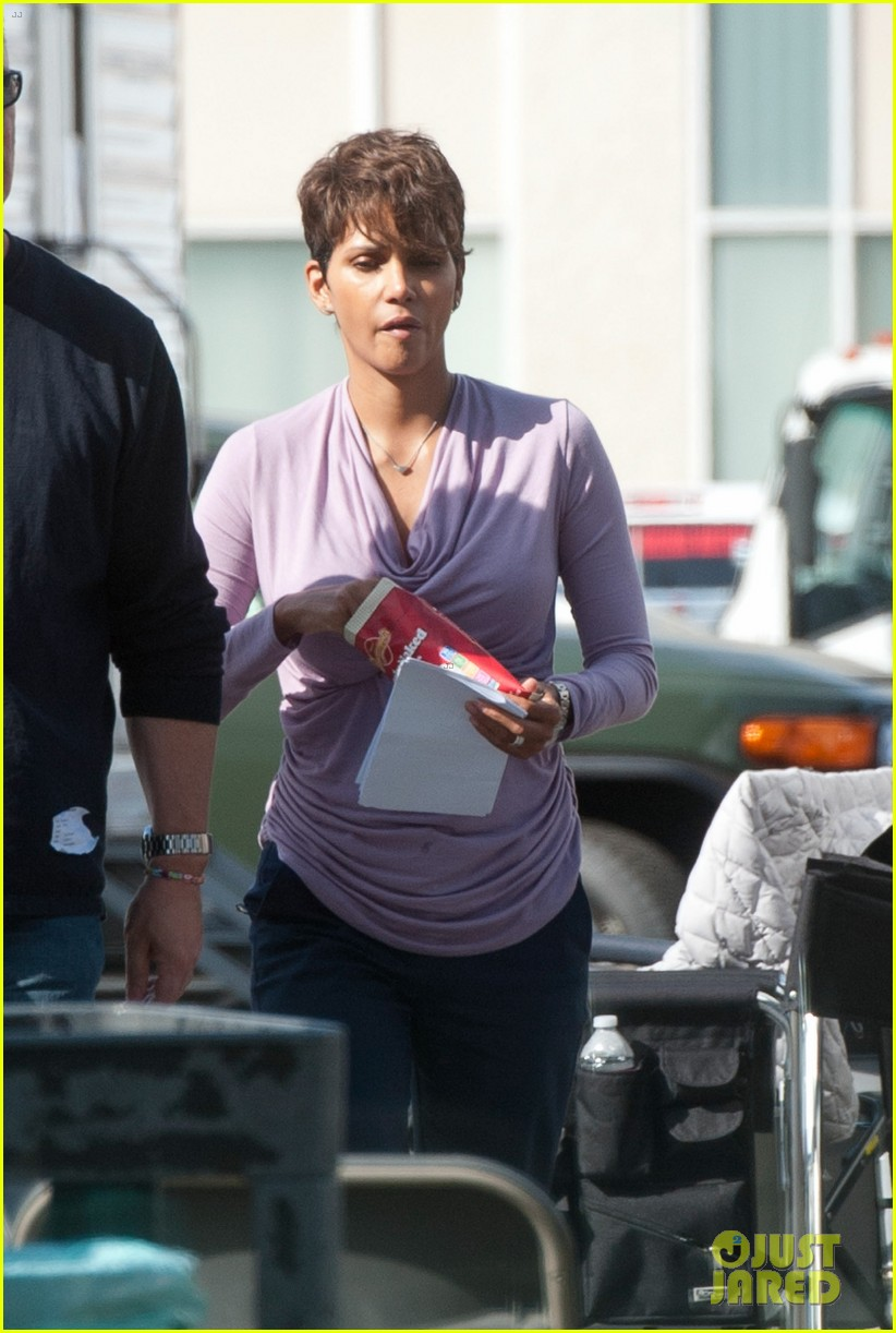 halle berry unleashes teaser trailer for new show extant 11