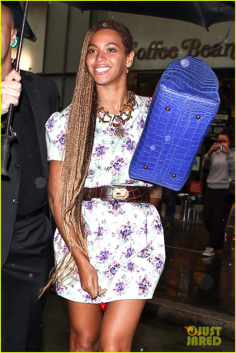 beyonce cant stop smiling caught in the rain 073124914