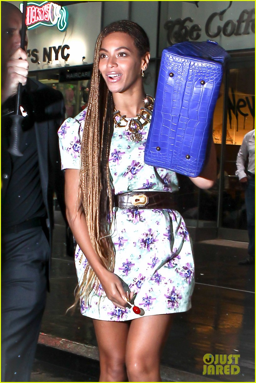 beyonce cant stop smiling caught in the rain 083124915