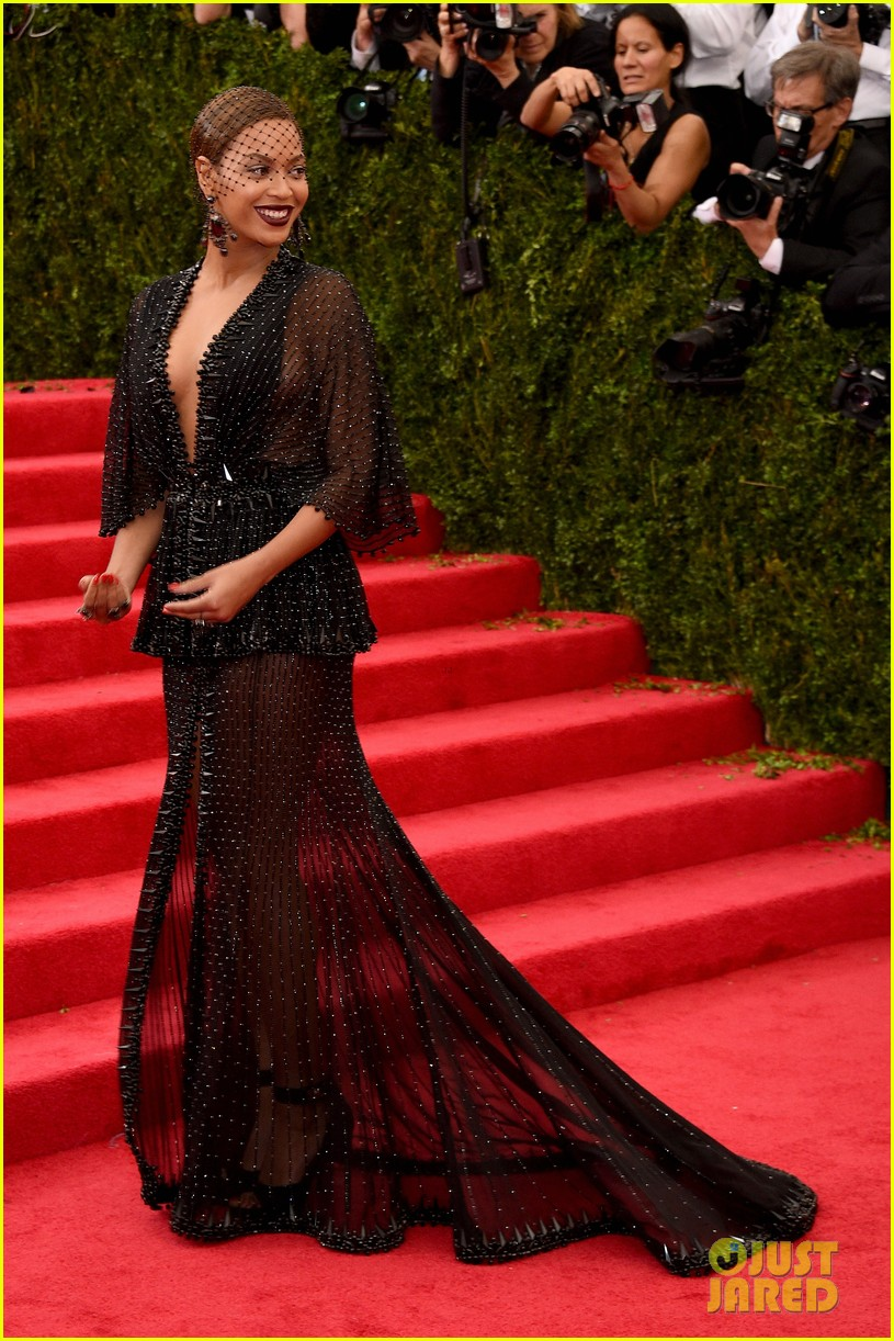 beyonce jay z ring met ball 2014 073106320