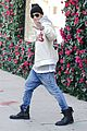 justin bieber holds onto van while riding skateboard 21