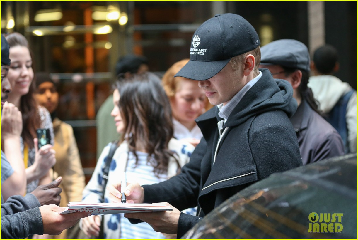rachel bilson hayden christensen check out of their hotel 033115120