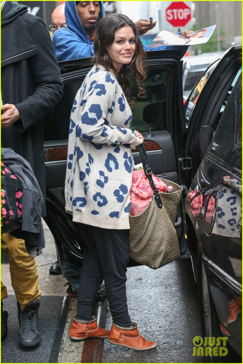 rachel bilson hayden christensen check out of their hotel 073115124
