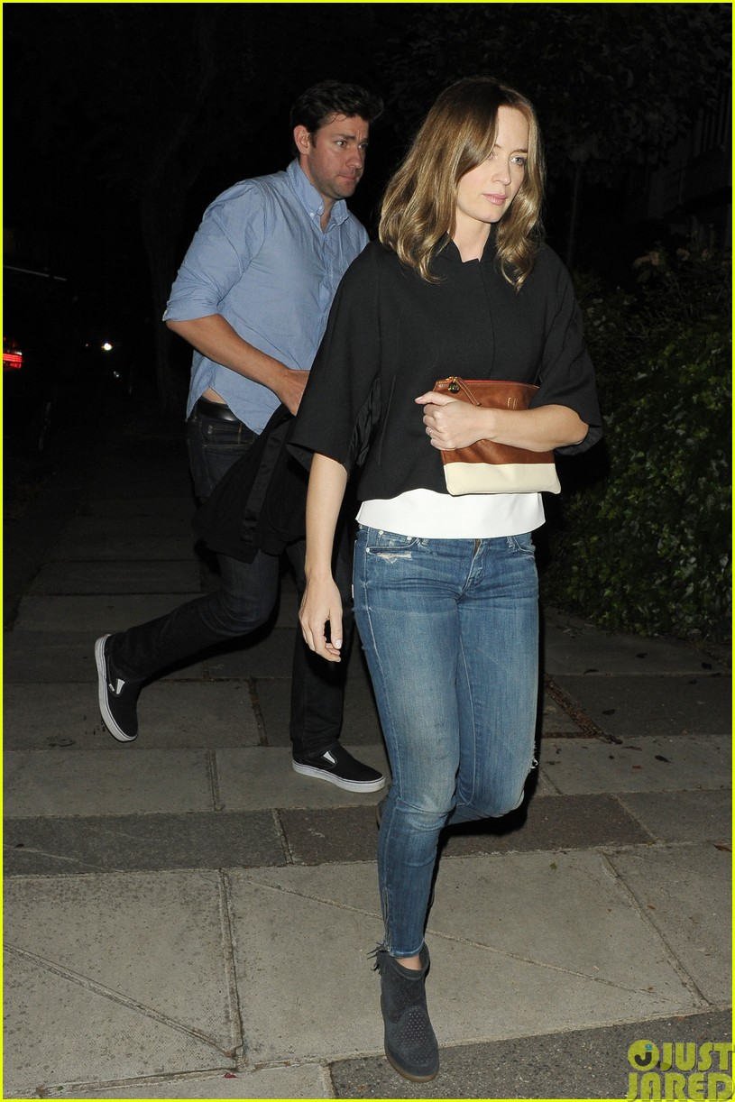 emily blunt and john krasinski hit the town with chris martin and jeremy renner15