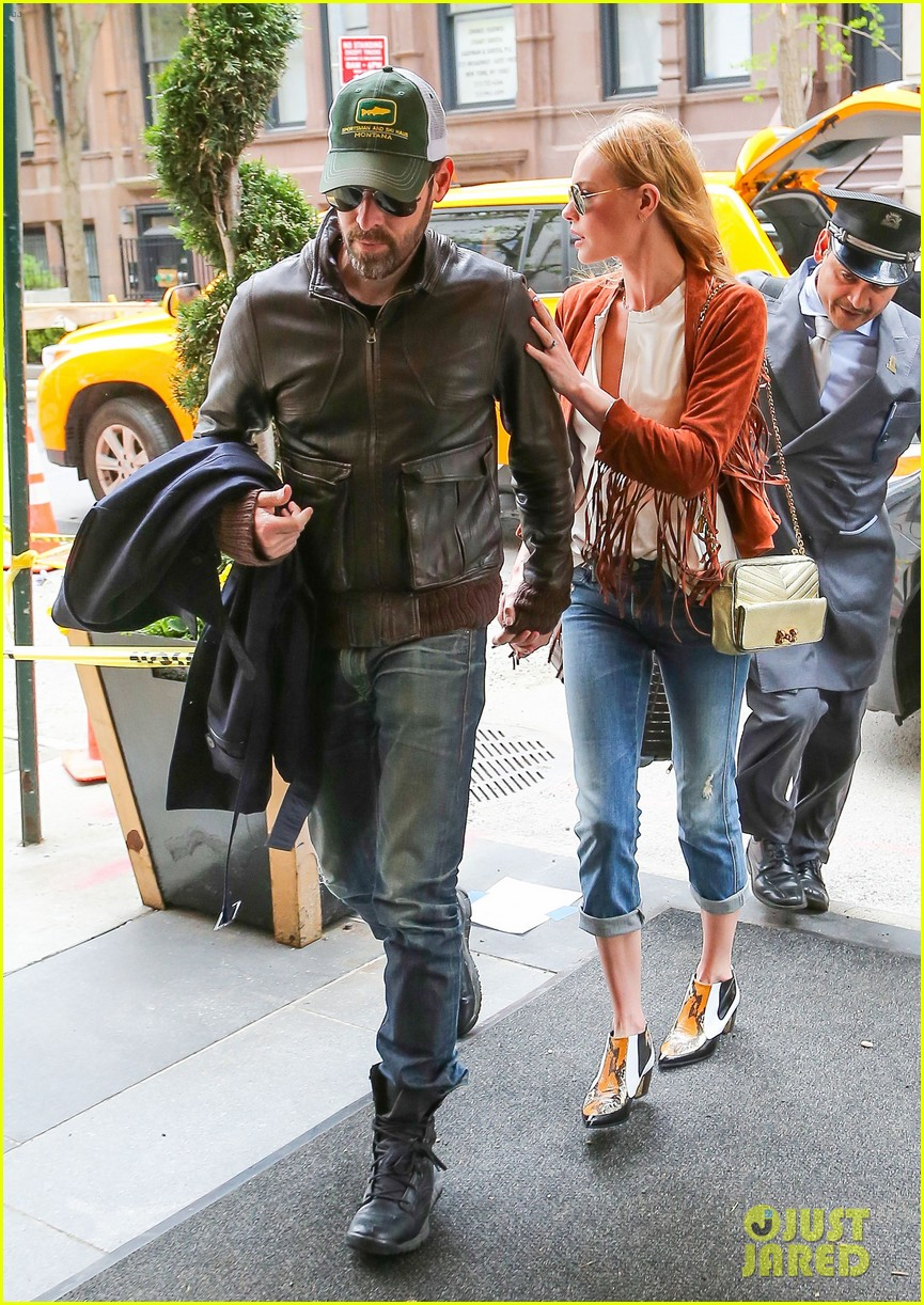 kate bosworth michael polish central park stroll 10
