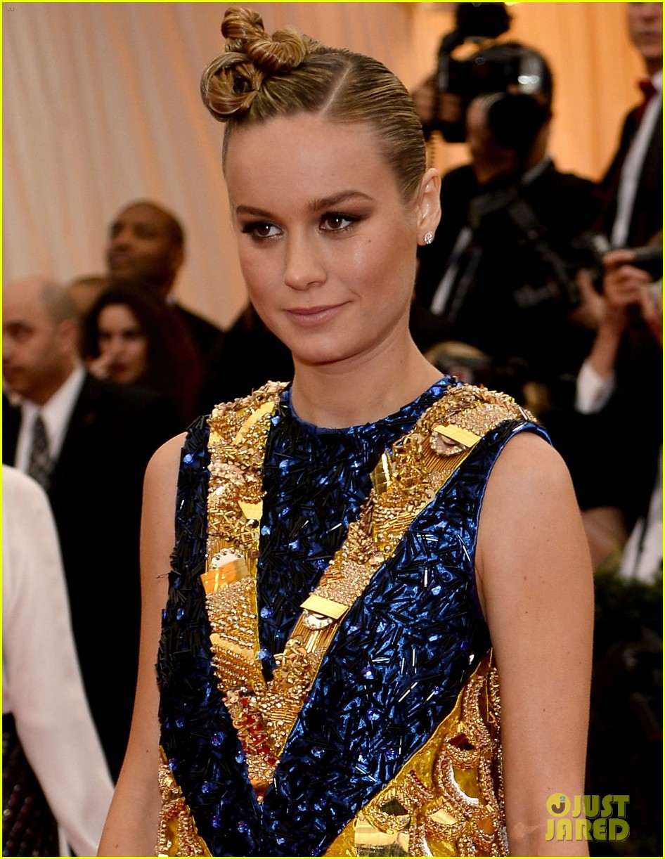 brie larson 2014 met ball red carpet 05
