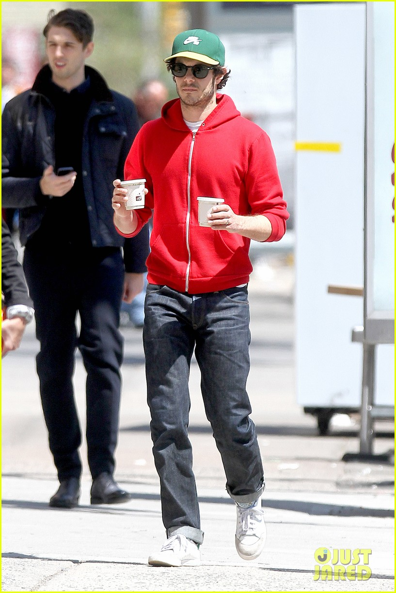 adam brody spends his saturday morning outside in the sun 11