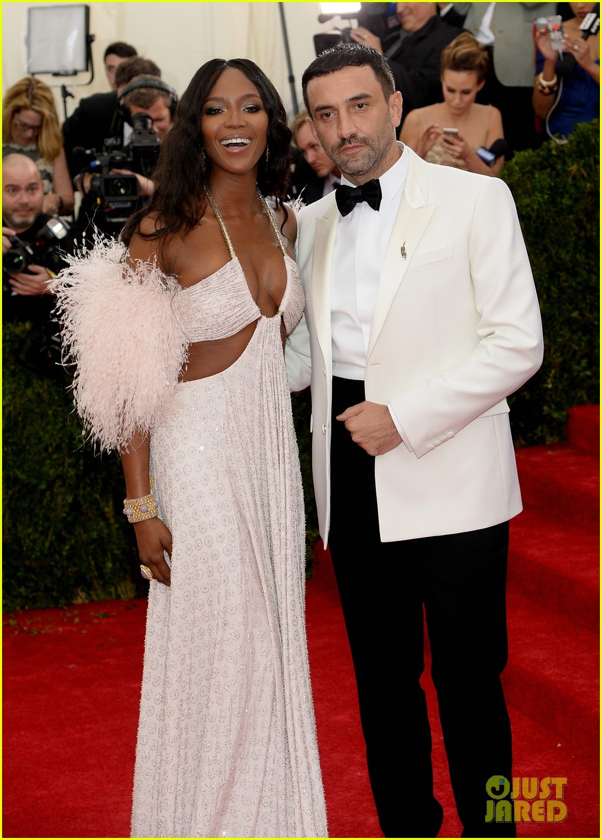 naomi campbell rocks sexy cutouts at met ball 2014 04