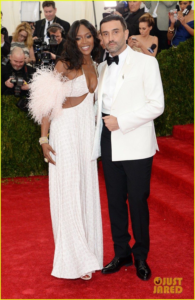 naomi campbell rocks sexy cutouts at met ball 2014 063106339