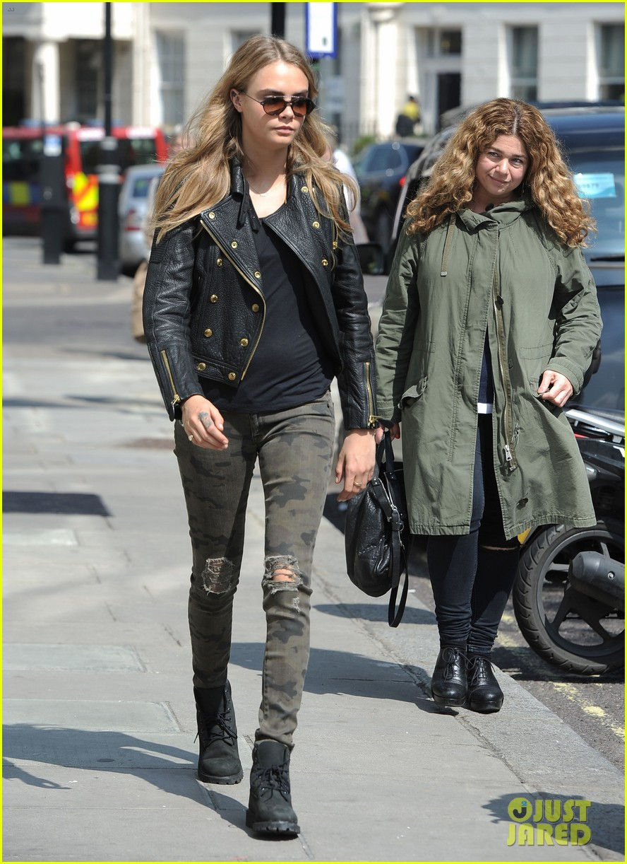 cara delevingne suki waterhouse have another night on the town 093102770
