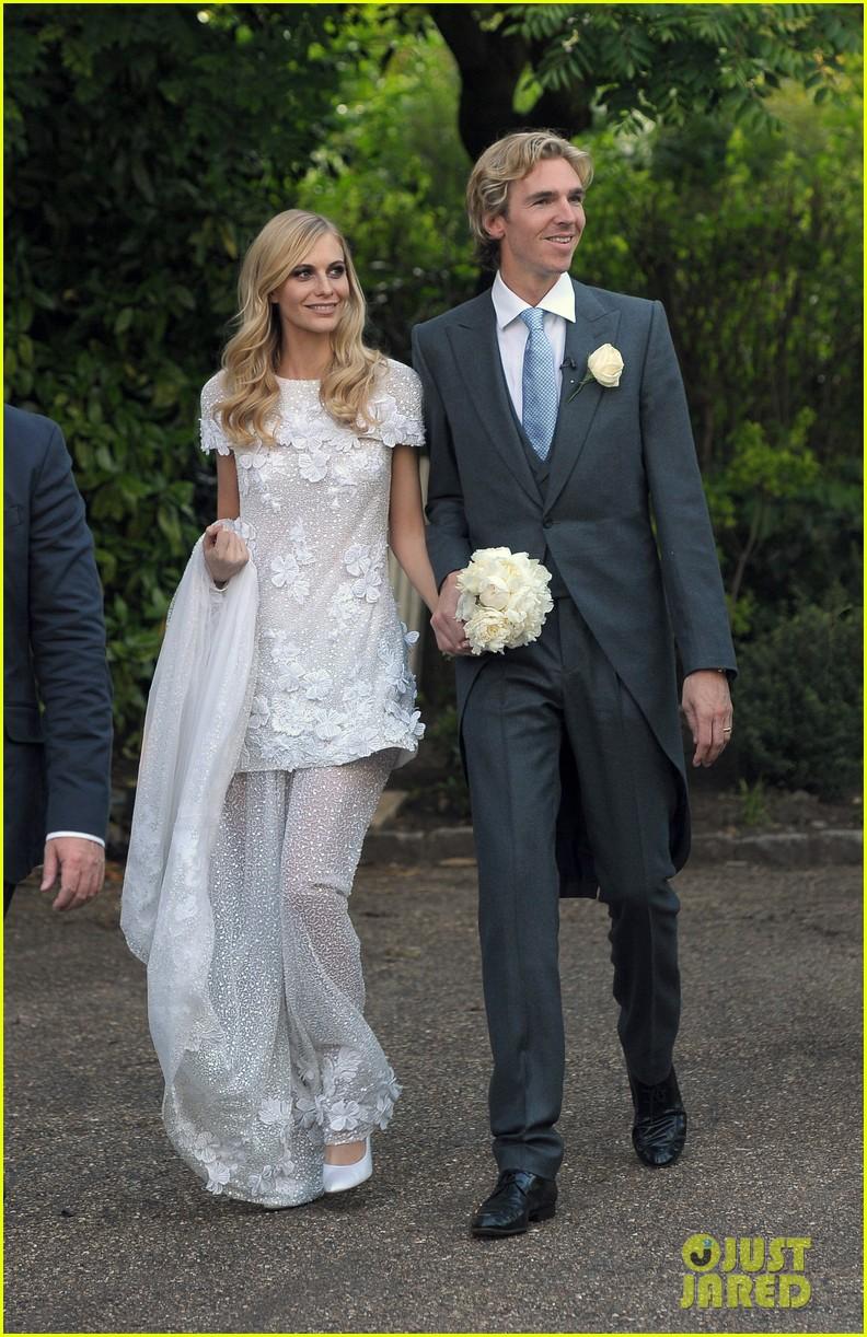 cara delevingne sister poppys wedding 053115970
