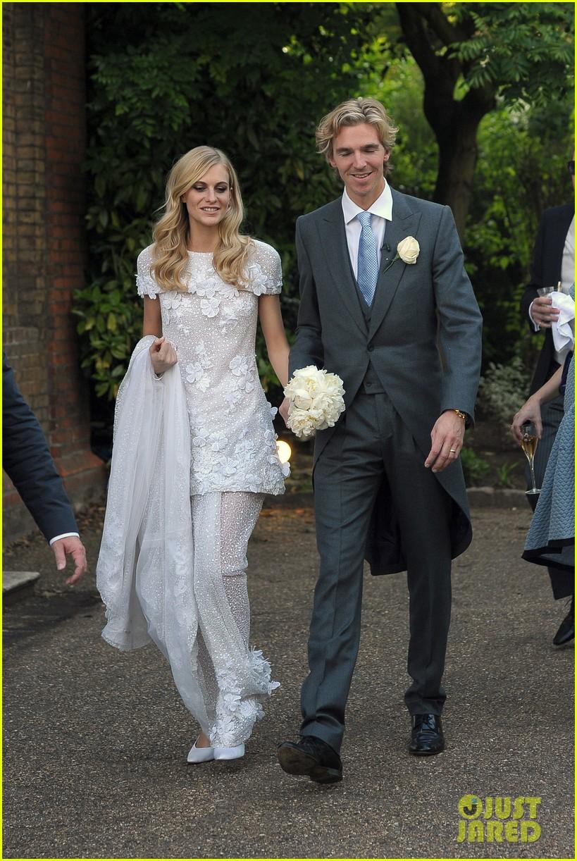 cara delevingne sister poppys wedding 14