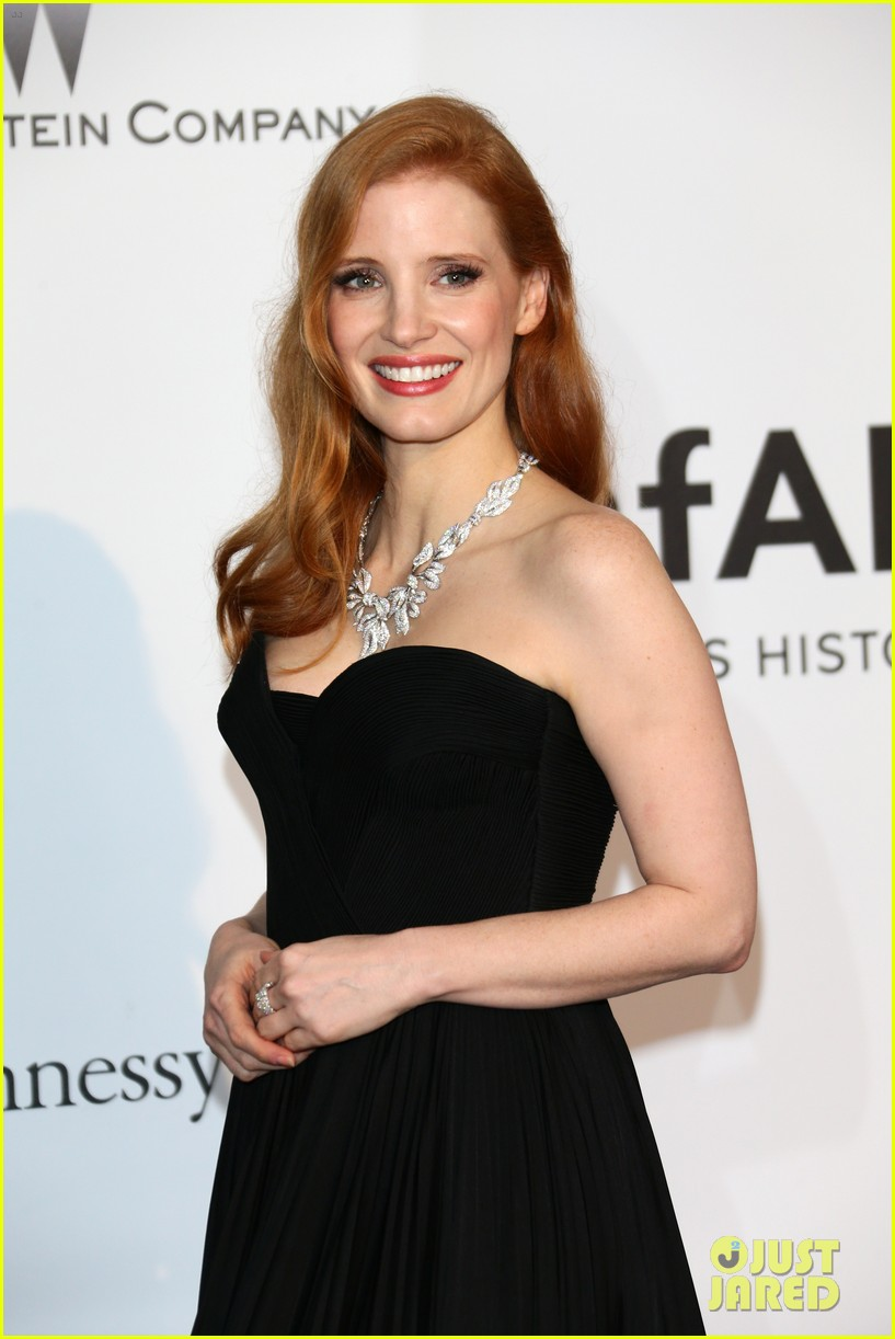 jessica chastain is classic in black for cannes amfar gala 2014 03