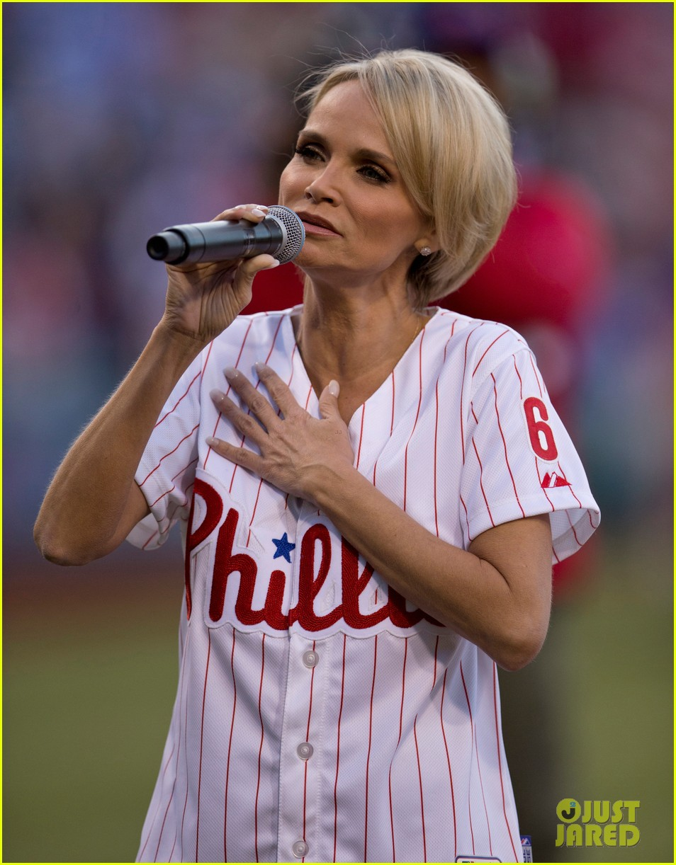 kristin chenoweth wants to raise asthma awareness through own personal struggles 033107387