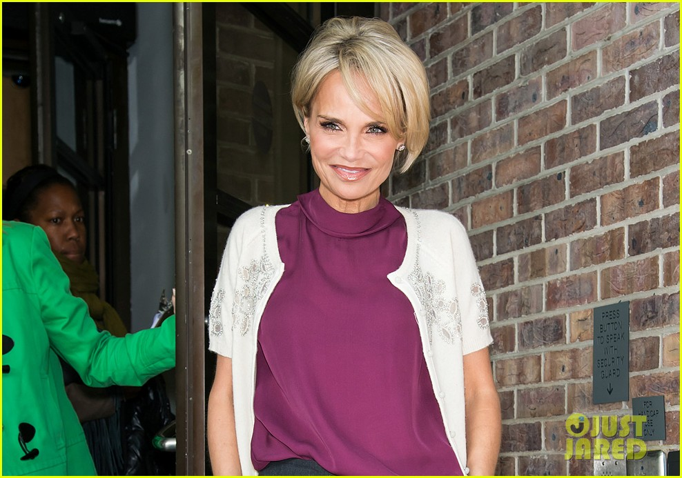 kristin chenoweth wants to raise asthma awareness through own personal struggles 043107388