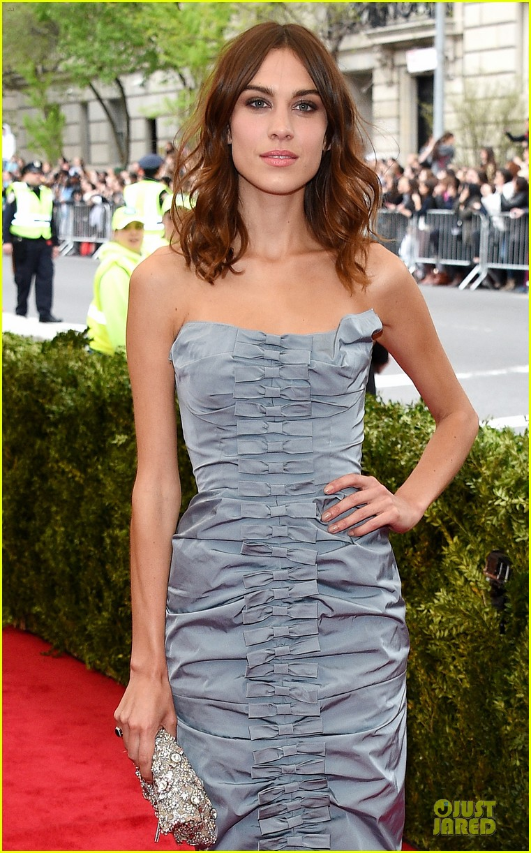 alexa chung blue at met ball 2014 04
