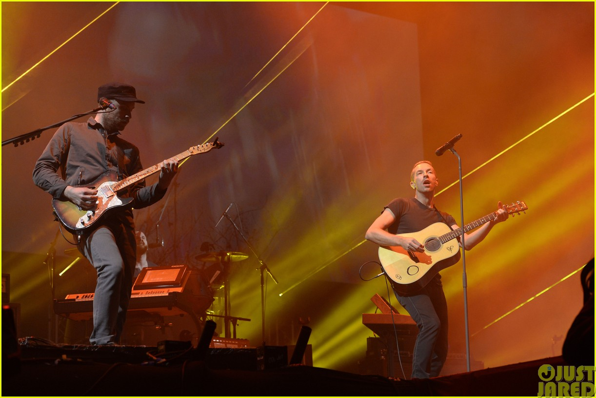 coldplay and pharrell bring happy to radio 1 big radio weekend concert17