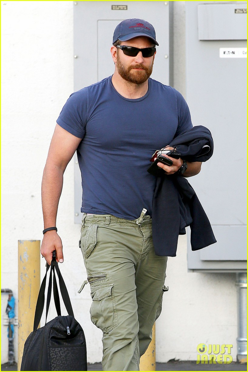 bradley cooper shows off his super beefed up body 09