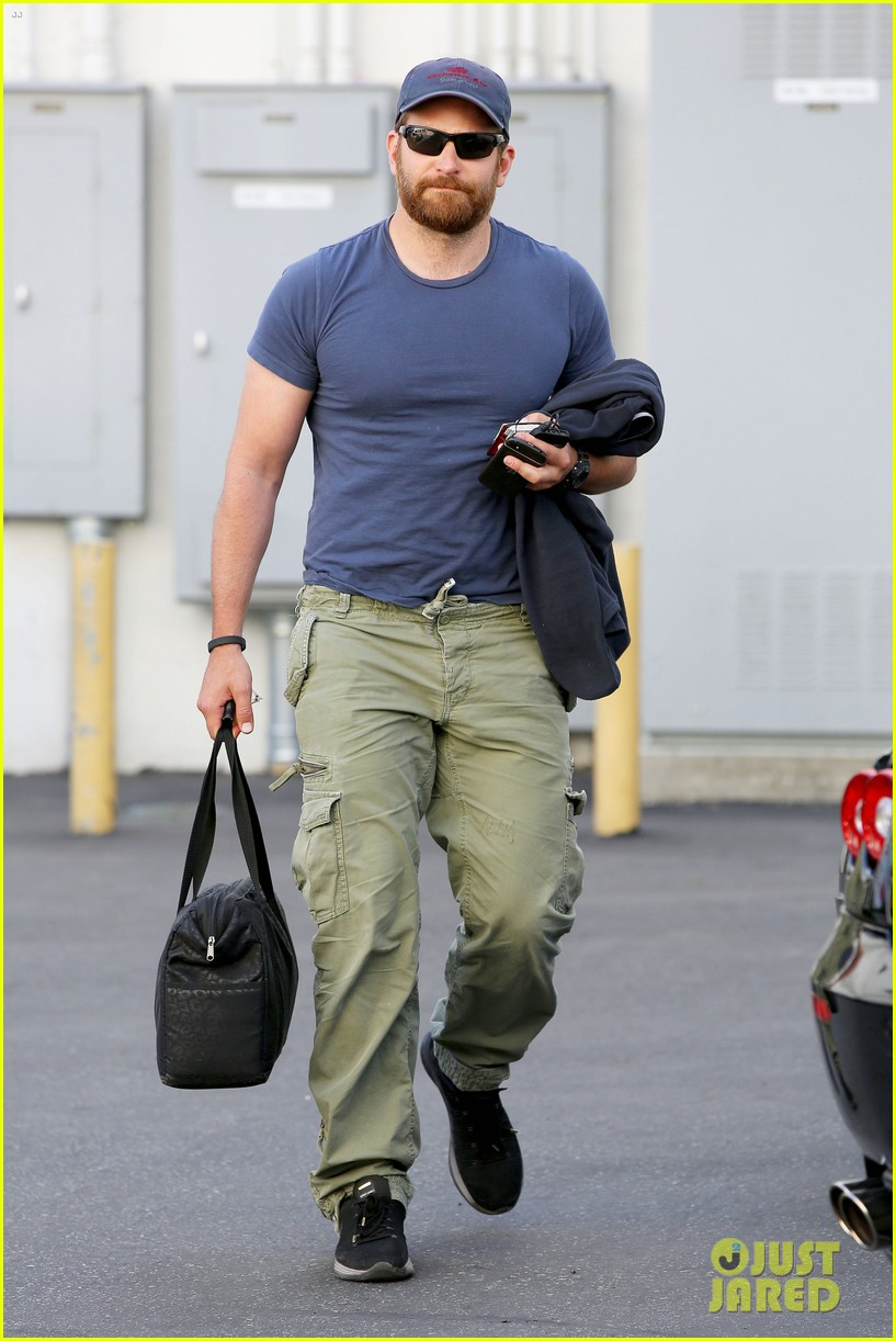 bradley cooper shows off his super beefed up body 10