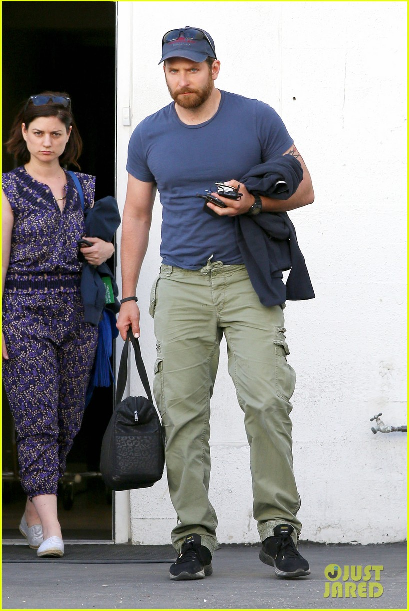 bradley cooper shows off his super beefed up body 14