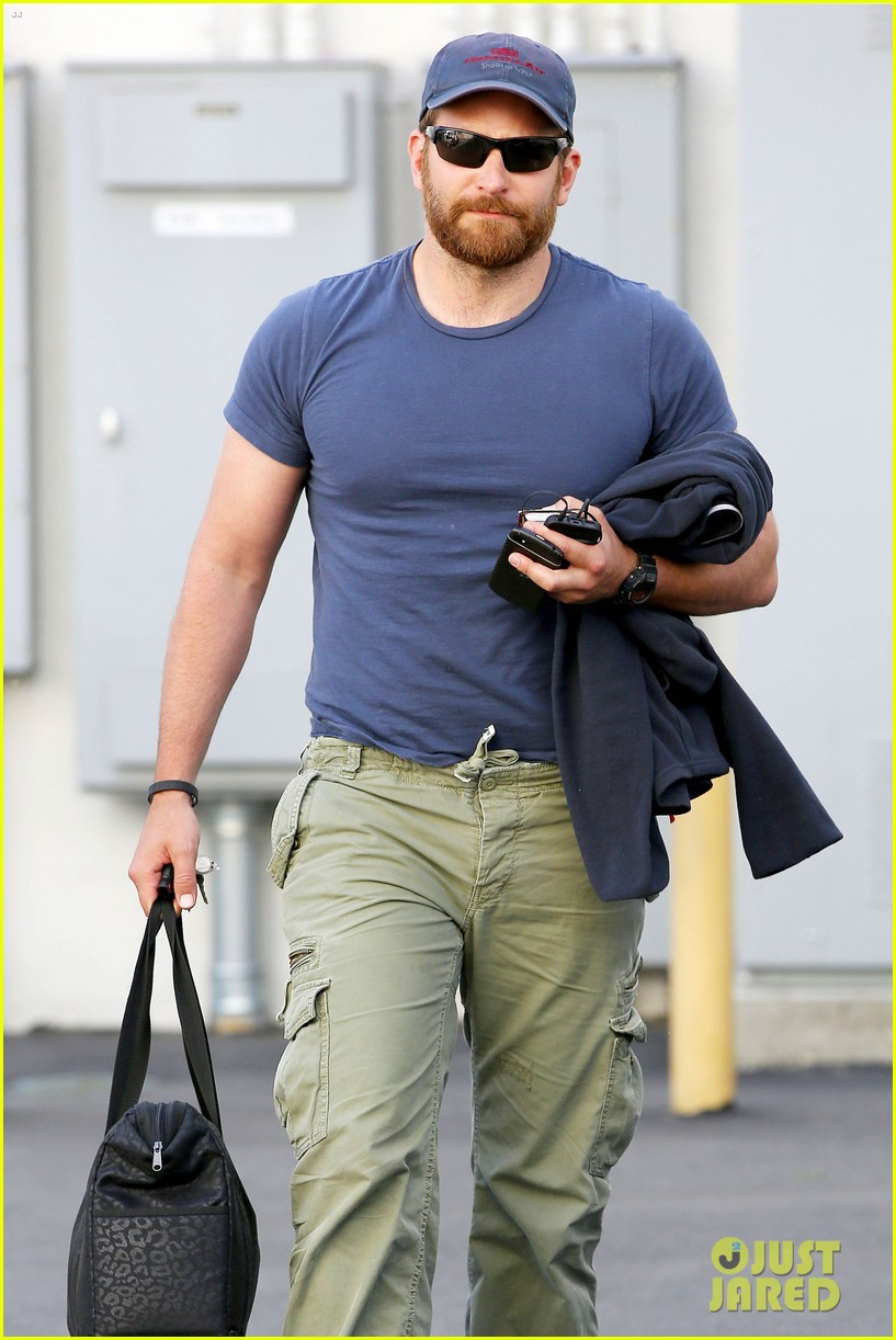 bradley cooper shows off his super beefed up body 15